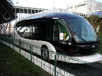 写真:試運転中のロボットバス(IMTS)